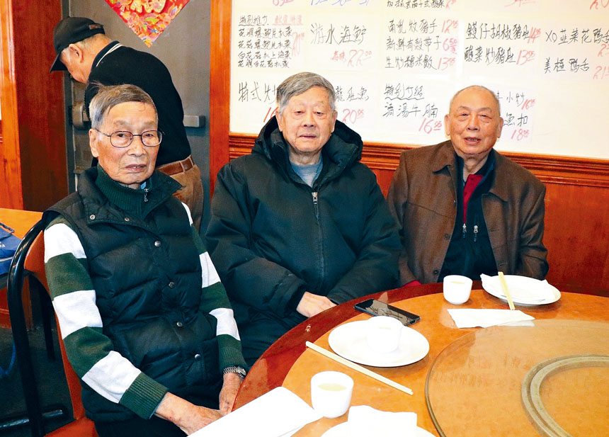 (左起)鄺元傑、朱紹昌、李照桃合影。 李強攝