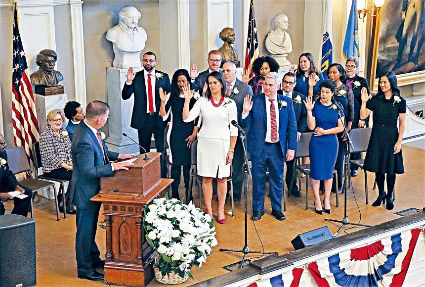馬丁華殊主持議員宣誓儀式。