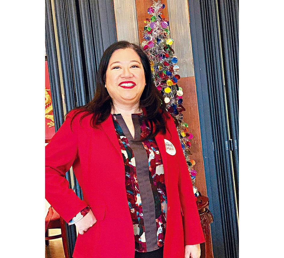 具有24年民事訴訟、商業及房地產經驗的華裔律師蕭愛萍(Anne Shaw),將參選庫克郡第六轄區巡回法院法官席位。梁敏育攝