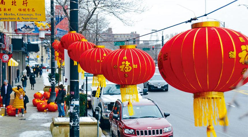 唐人街大街小巷都張燈結彩的迎接鼠年,舍麥路上大紅燈籠高高掛,充滿了過年的喜慶氣氛。梁敏育攝