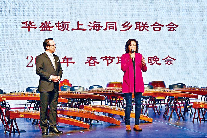馬里蘭州眾議員、上海兒女齊麗麗(右)到場祝賀。