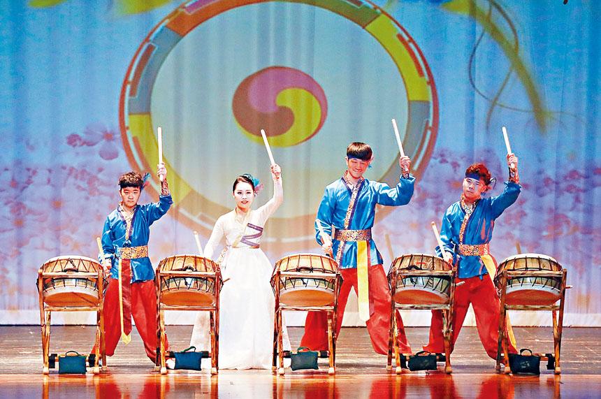 韓國鼓樂《高麗大鼓》。
