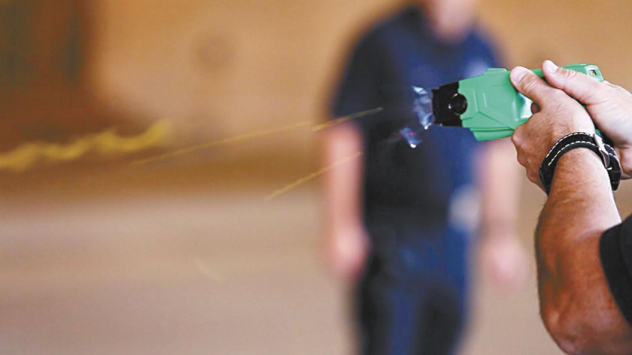 洛市警方過度使用電擊槍導致一名退伍軍人死亡。洛杉磯時報