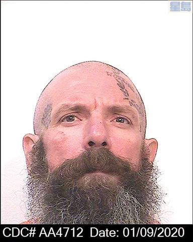 用棍襲擊其他人的囚犯華特臣。州懲教局/美聯社