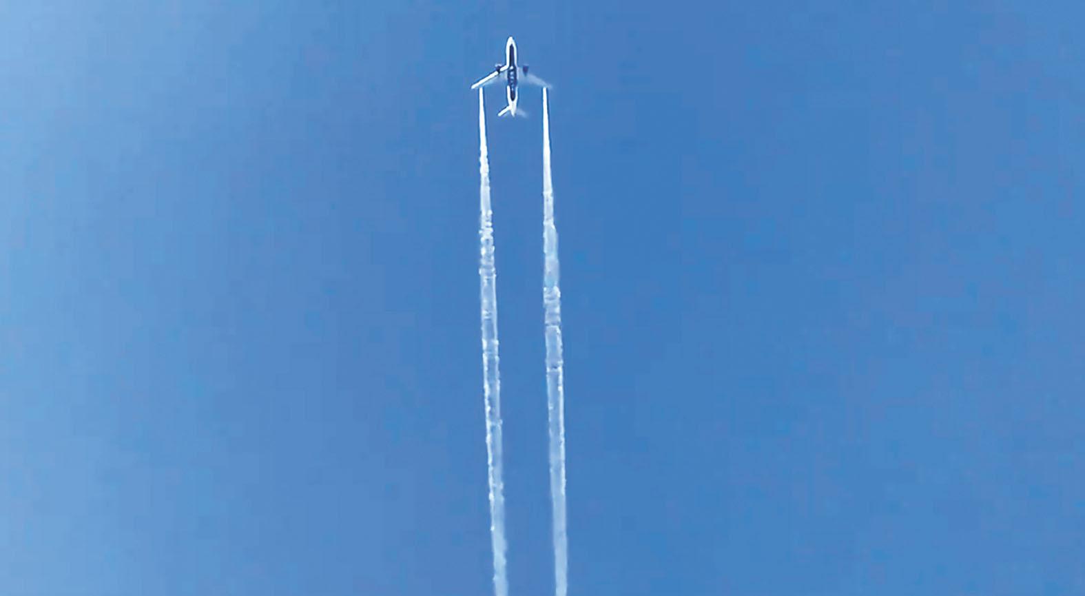 達美航空的航班在洛杉磯迫降前空中放油。法新社