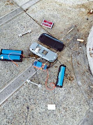 從垃圾桶檢獲遙控爆炸裝置,由手機、電芯及電路板等物組成。