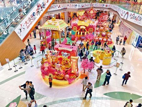 不少商場預備連串慶祝活動,與市民歡度新歲。