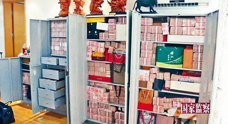 賴小民一處房屋的保險櫃藏滿現金。