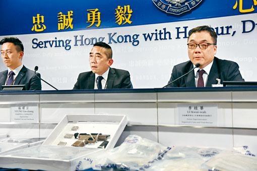 「O記」高級警司李桂華(右)講述破案經過。