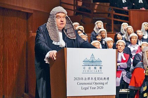 戴啟思指,法官不會因被告政治或其他理念對他們有不同處理。
