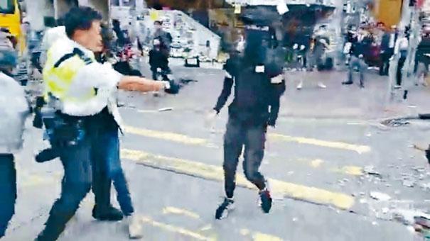 西灣河開槍警務人員事後遭網民起底。