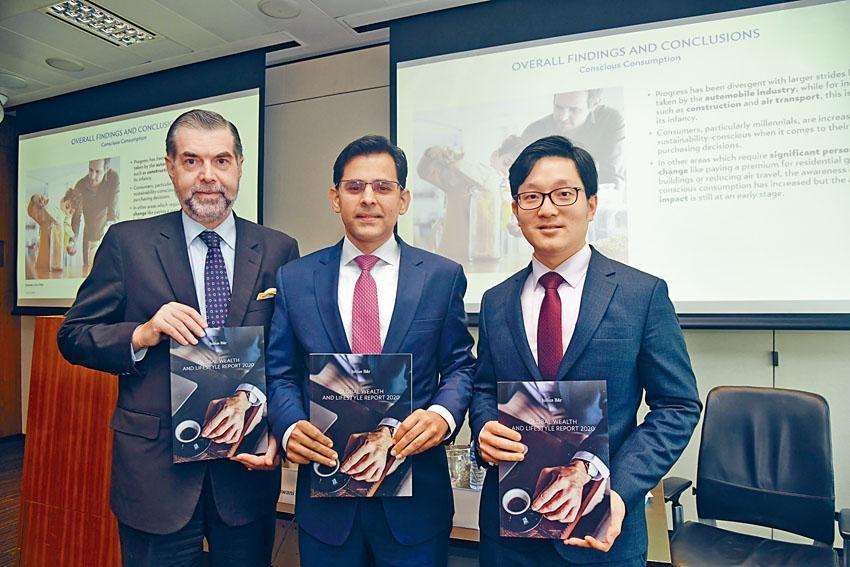 鄧啟智(右)預期本港今年經濟將有1%增長。