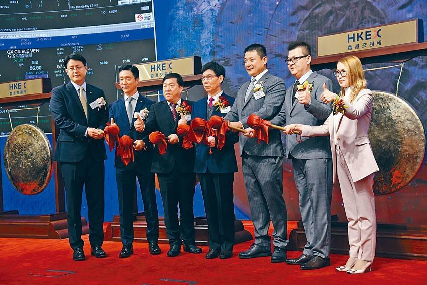 昨日三隻新股昨日首掛,分別為佳辰控股,驢跡科技及華和控股。