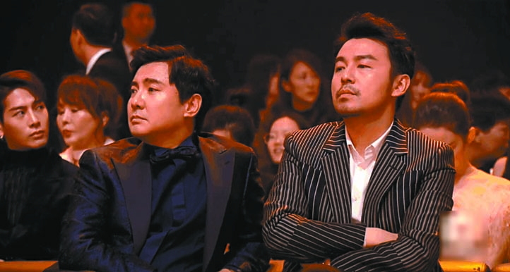 沈騰(左)與雷佳音觀看頒獎禮,被 網友調侃像炕頭嘮嗑。 網上圖片