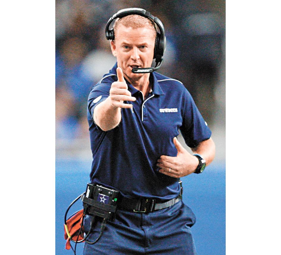 這是加雷特在牛仔隊比賽時場邊做手勢指揮。路透社