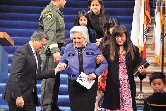 宮本的華裔母親出席就職典禮。 記者徐明月攝