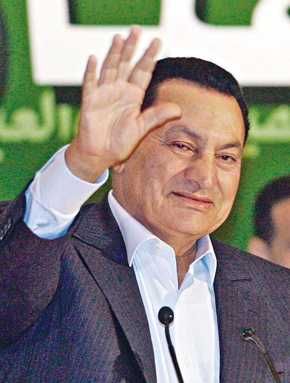 〇五年時任埃及總統穆巴拉克,到亞歷山大港見支持者。