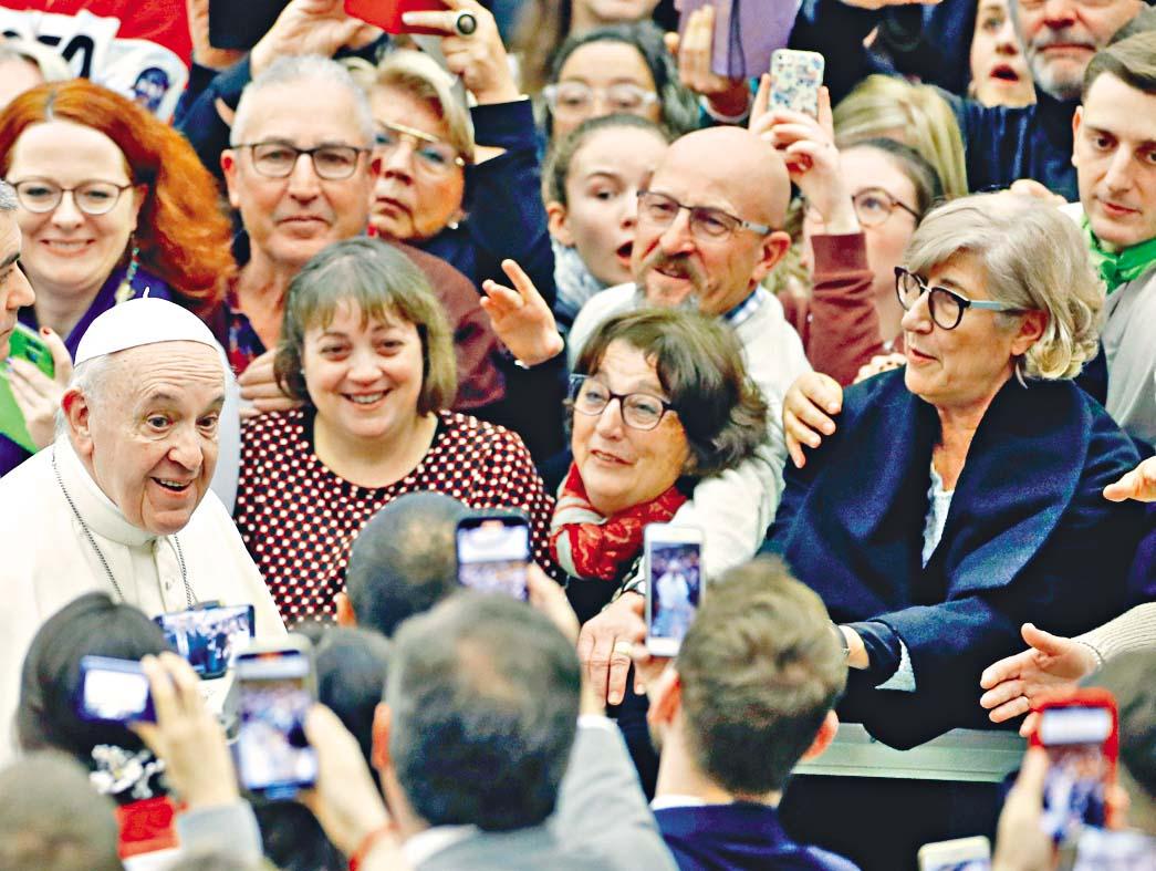 ■教宗方濟各周三接見群眾。 路透社