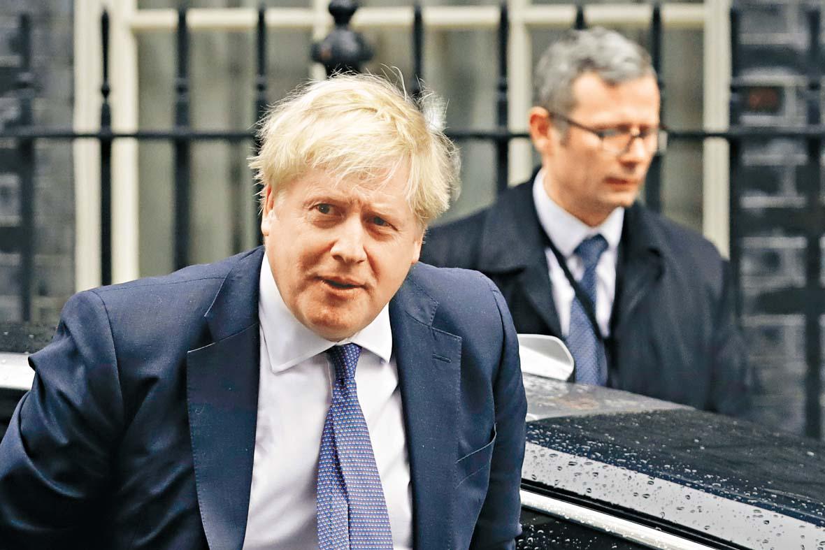 首相約翰遜周四抵達首相府。 美聯社