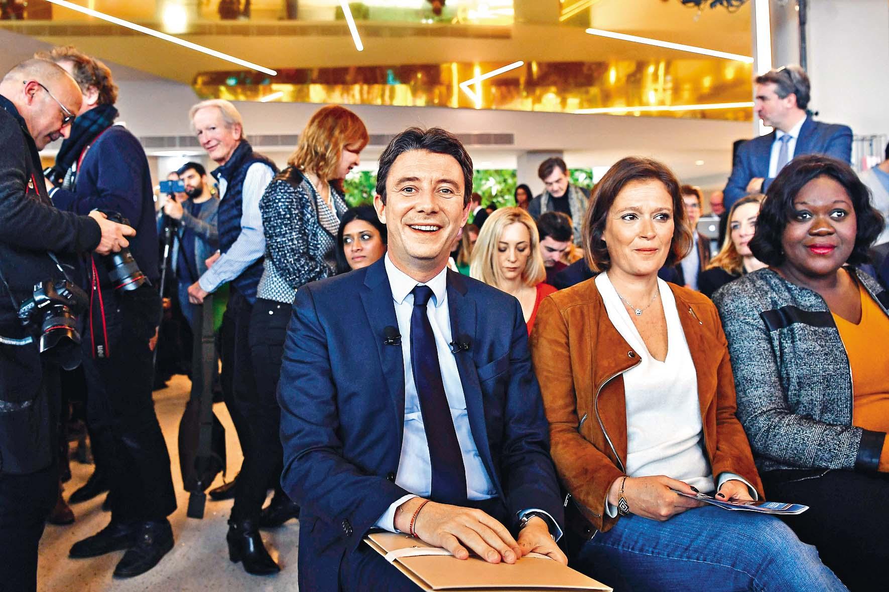 ■格里沃(左)周四在巴黎出 席一場競選集會。  法新社