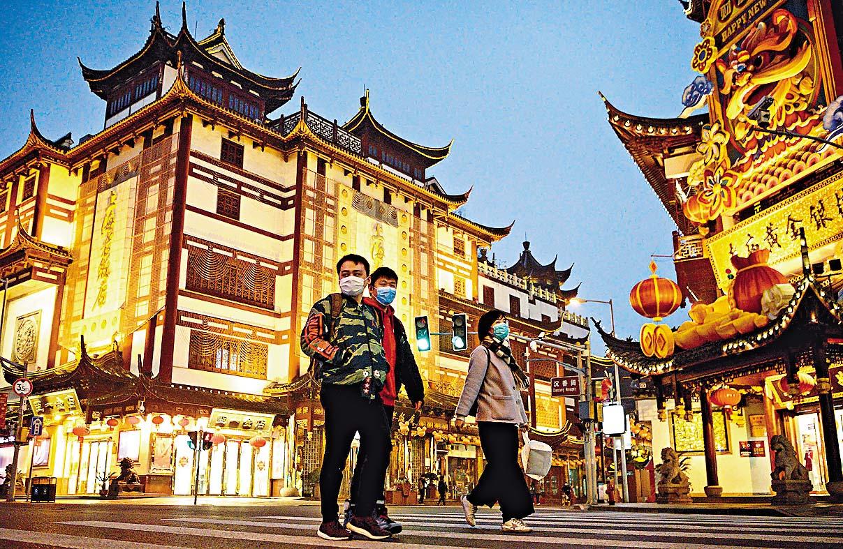 上海豫園老街重現遊客。