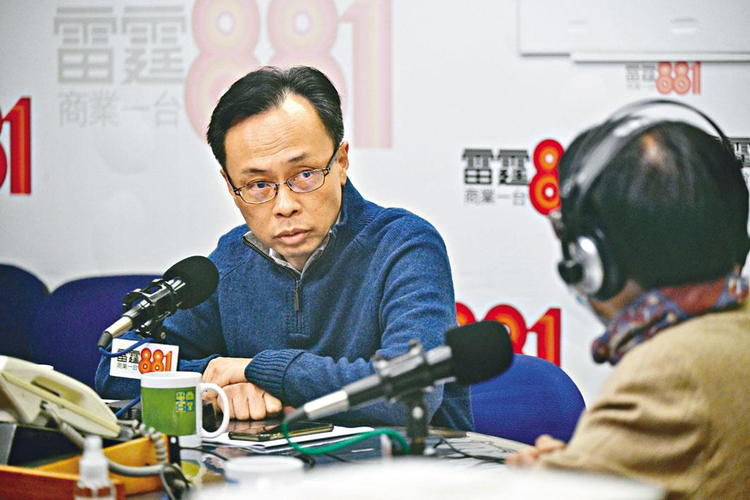 政制及內地事務局局長聶德權,明白滯留湖北港人希望盡快回港,政府計畫分批處理。