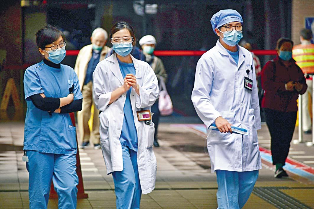 伊利沙伯醫院昨刊出通告,稱將由中央分配N95口罩。