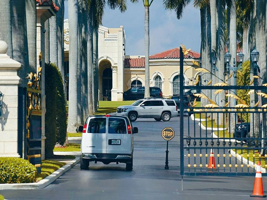 聯邦調查局調查總統特朗普在佛州的海湖莊園及附近基韋斯特海軍基地,多次被聲稱是中國遊客及留學生的人闖入,是否北京間諜活動的一部分。    美聯社