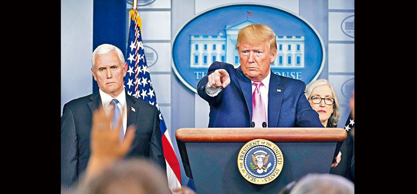 總統特朗普在白宮舉行記者會,講述新型冠狀病毒疫情對美國的威脅。他宣布由副總統彭斯負責抗疫工作,與衛生當局攜手合作。    美聯社