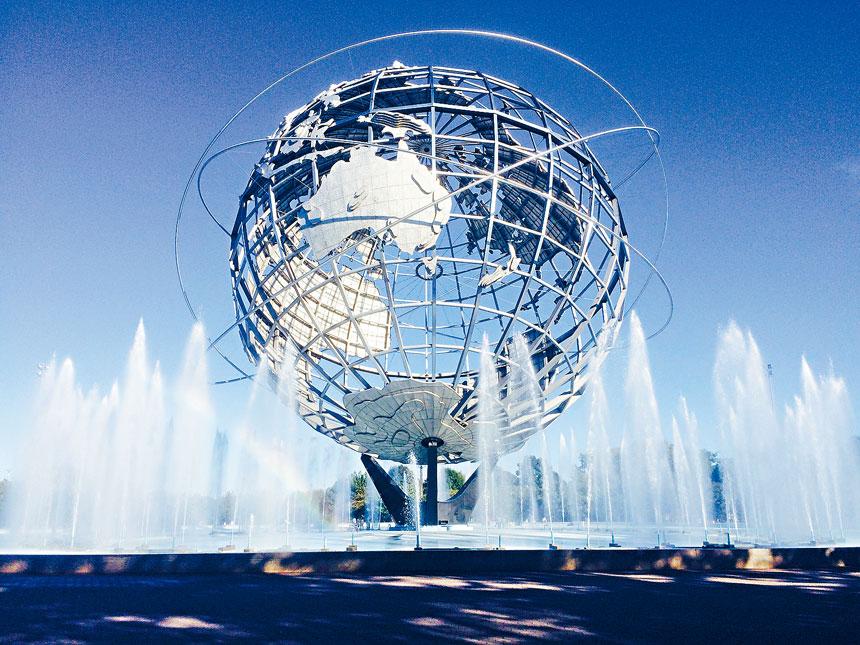1964年紐約世界博覽會在法拉盛草原可樂娜公園舉辦,會場的地球儀是地標之一。