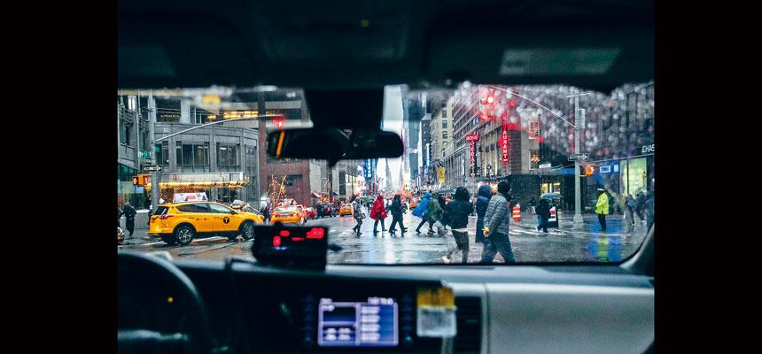 有的士司機坦言,由於擔心感染新冠病毒而拒絕接載華裔乘客。Jeenah Moon/紐約時報