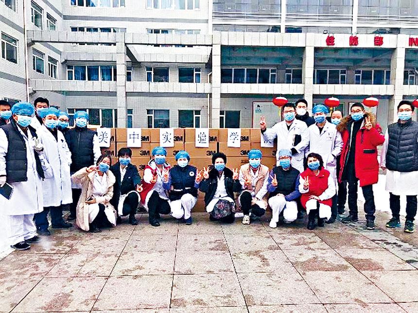 美中實驗學校捐贈的逾萬只口罩已抵達大陸指定醫院。