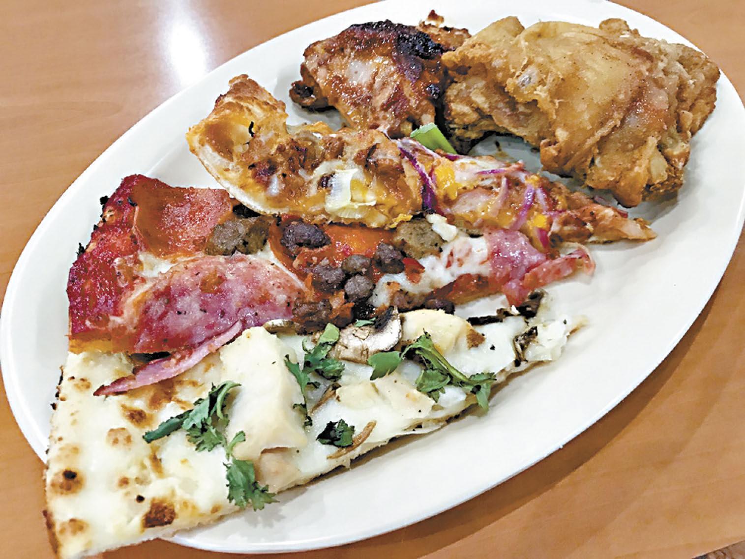 白醬雞肉、紅醬煙燻香腸、夏威夷風烤肉等,能夠把這裡各種招牌口味的披薩聚齊在同一個盤子中,又不用每種口味都叫上一整片披薩,這只有在午餐時段的吃到飽自助餐才有的好事。
