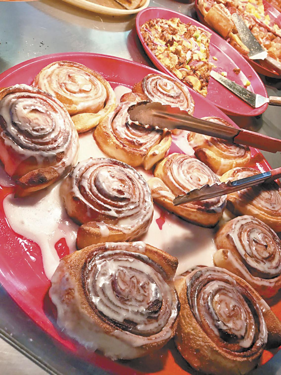 淋上大量糖霜的肉桂卷,堪稱是美式甜食中獨具風味的要角,雖不若製作方式簡單的甜甜圈那般普及,但扎實的口感與特殊的香甜風味總是會讓人看到時口水直流。