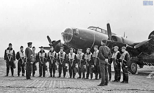 圖為黑蝙蝠中隊歷史照片。空軍大鵬聯誼會提供
