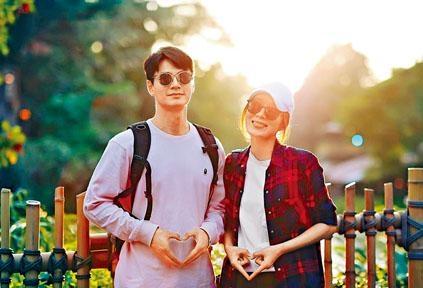 謙仔與楊怡在網上公布好消息。