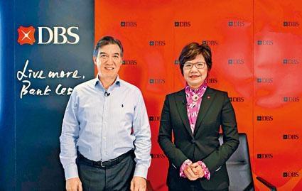 星展香港行政總裁龐華毅(左)。
