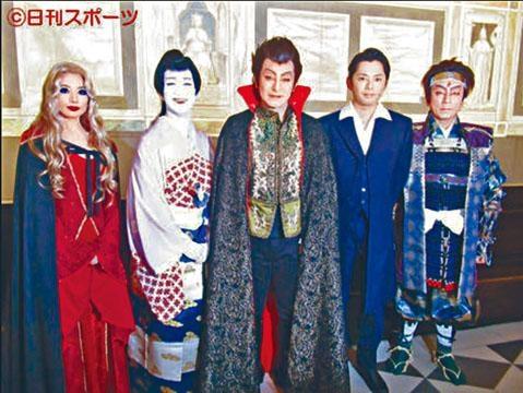 兩年前因病停工的今井翼(右二)昨復出演歌舞伎。