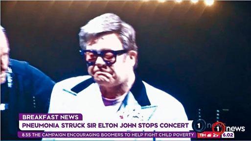 艾頓莊宣布腰斬演唱會後,傷心落淚。
