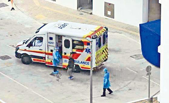 昨午一名被隔離的男子聲稱不適,自行上救護車入院。