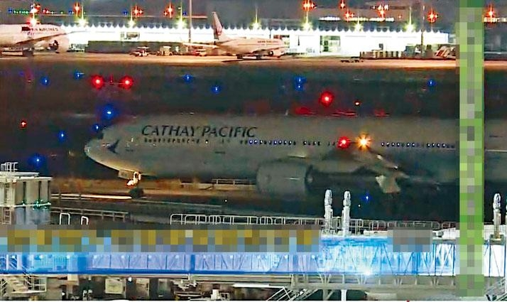 政府第二包機昨晚從羽田機場起飛,凌晨時分抵港。