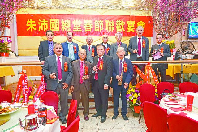 朱沛國總堂首長在慶會上舉杯向