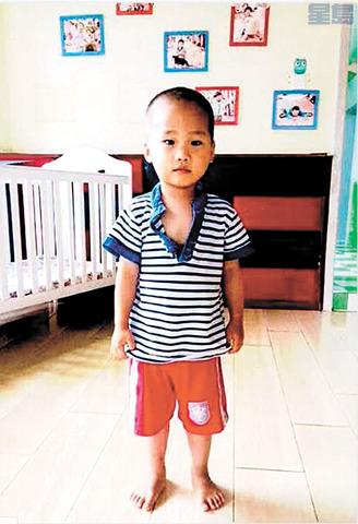 在中國等待領養的Miles。電視截圖