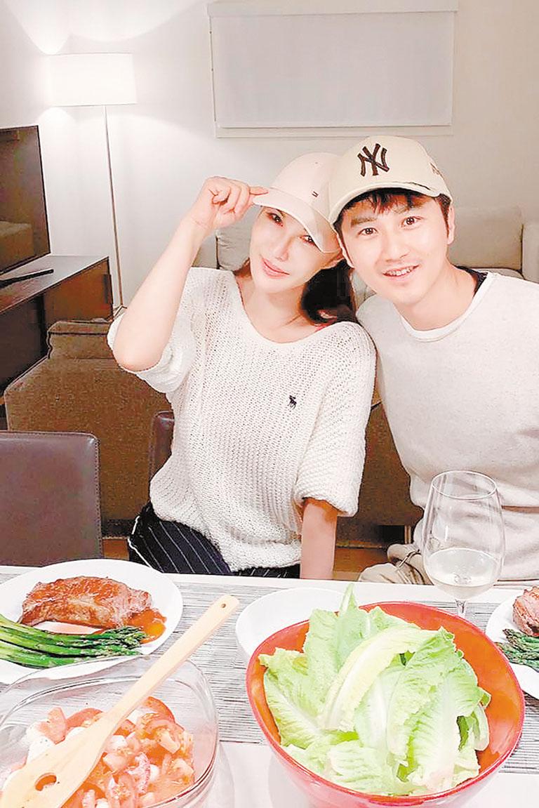 利菁(左)和老公許仙(右