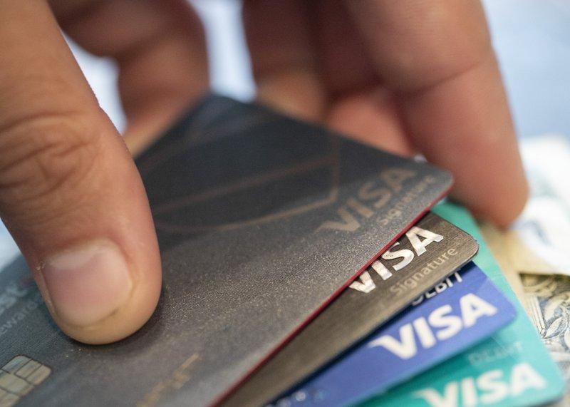 11名州眾議員向15家信用卡和金融公司致信,要求減輕民眾的信用卡債務。美聯社圖片