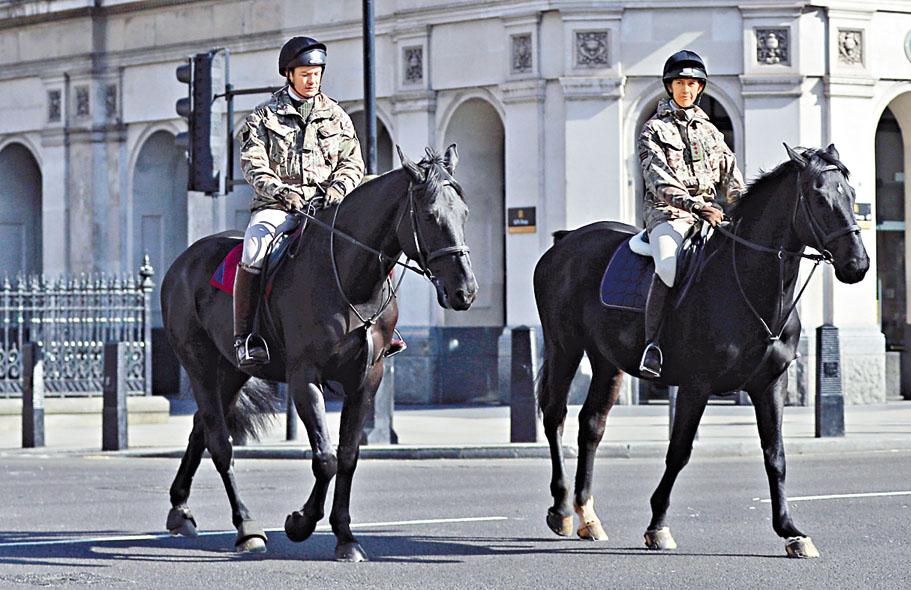 騎警巡邏倫敦西敏區。