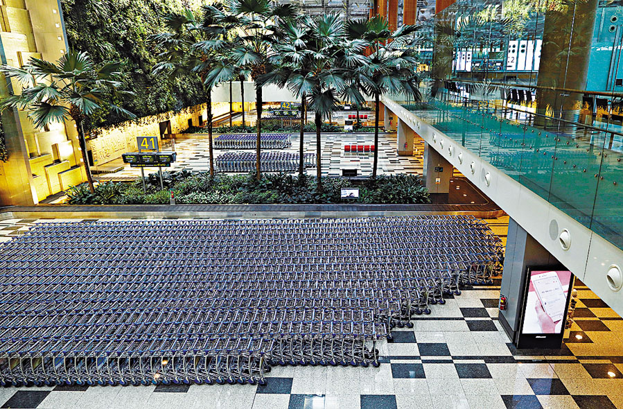 新加坡樟宜機場的行李區空空蕩蕩。