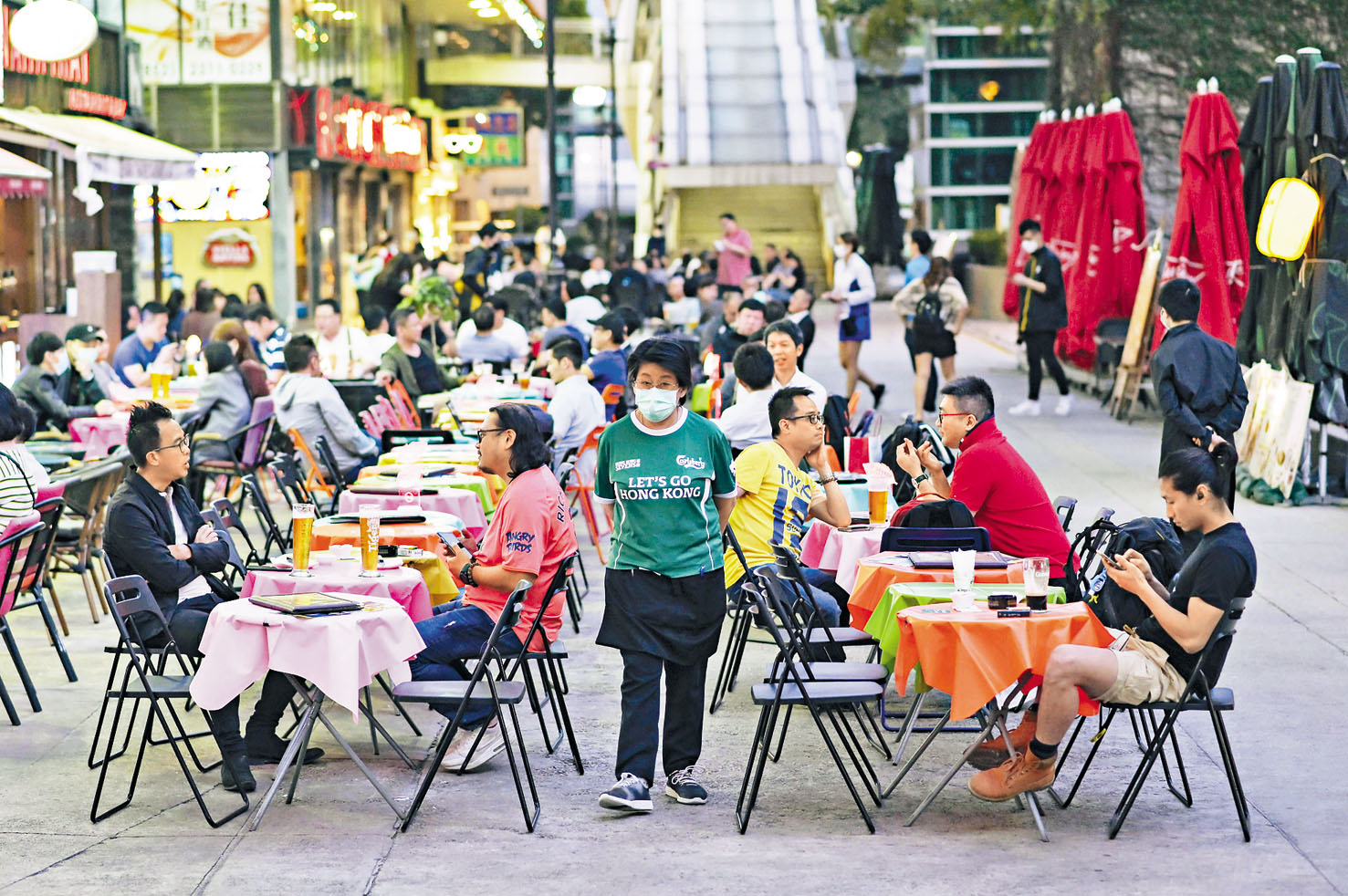 酒吧食肆等高風險地方仍有不少市民幫襯。