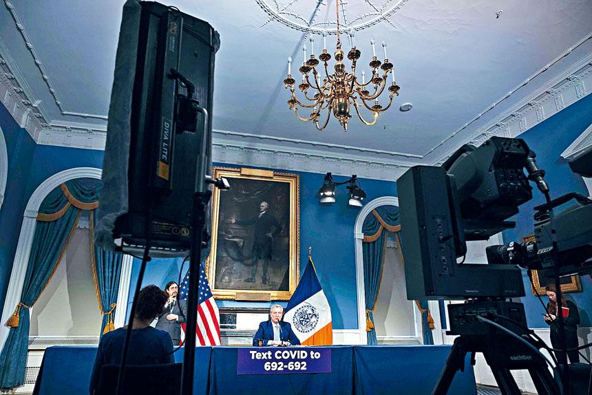 白思豪的新聞發布會已改為電話會議,現場只有他及少量工作人員在場。