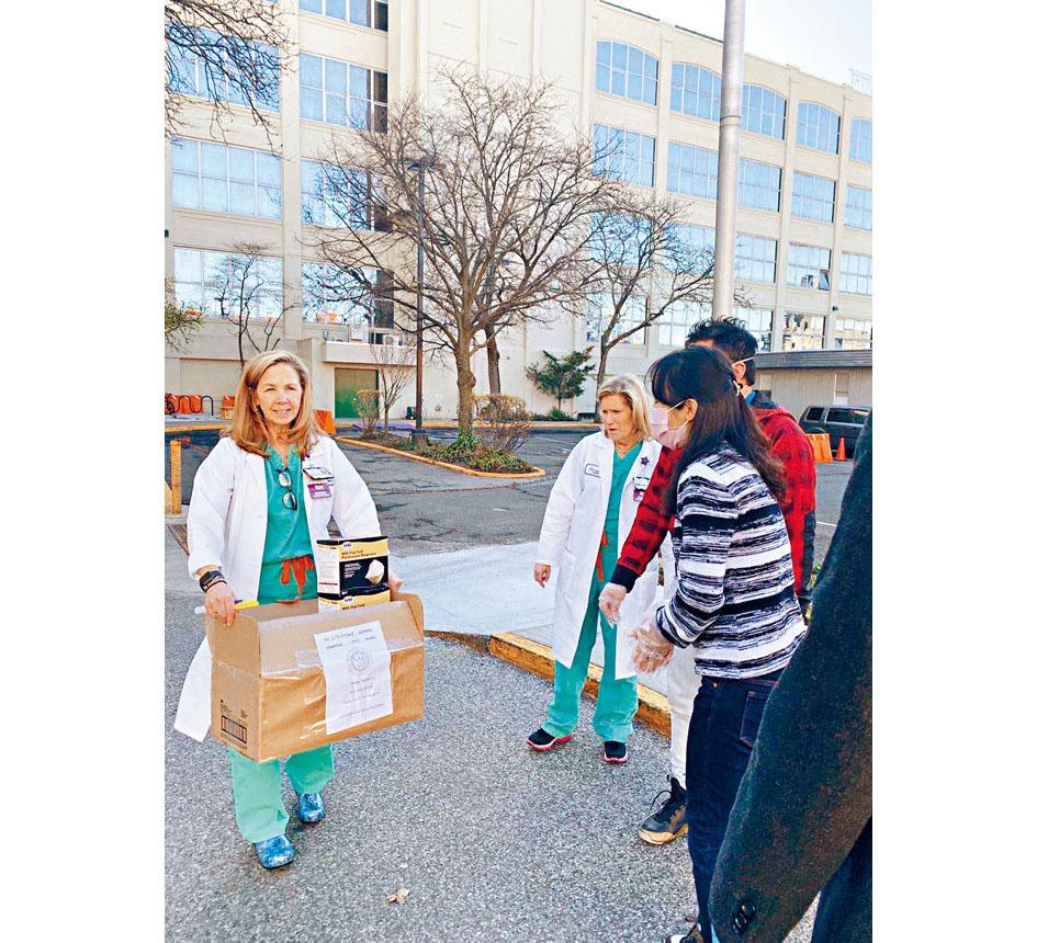 警方將過剩的口罩等物資送往目前亟需的醫院等一線機構。